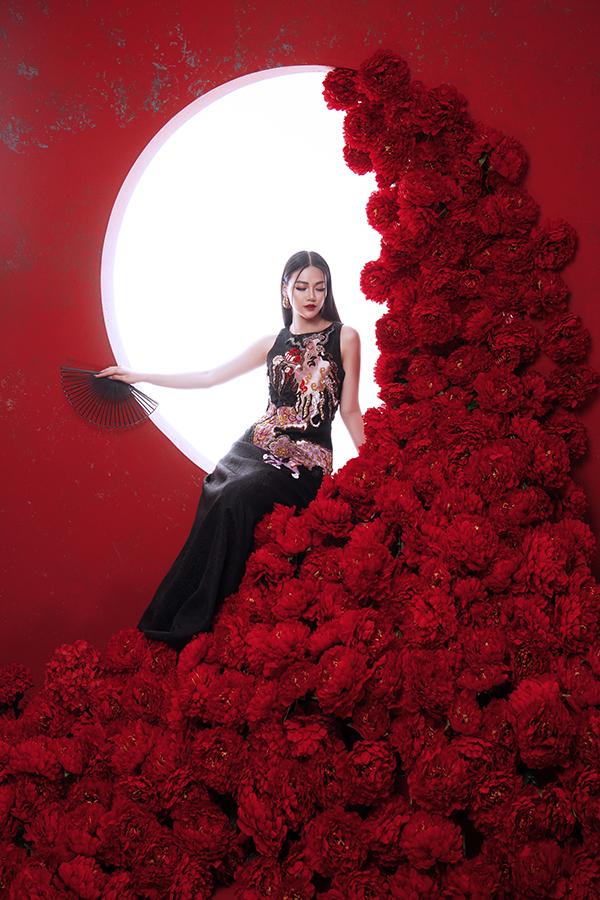 Hoa hậu Trái đất Phương Khánh tung bộ ảnh nữ hoàng quyền lực, đậm chất Á Đông-1