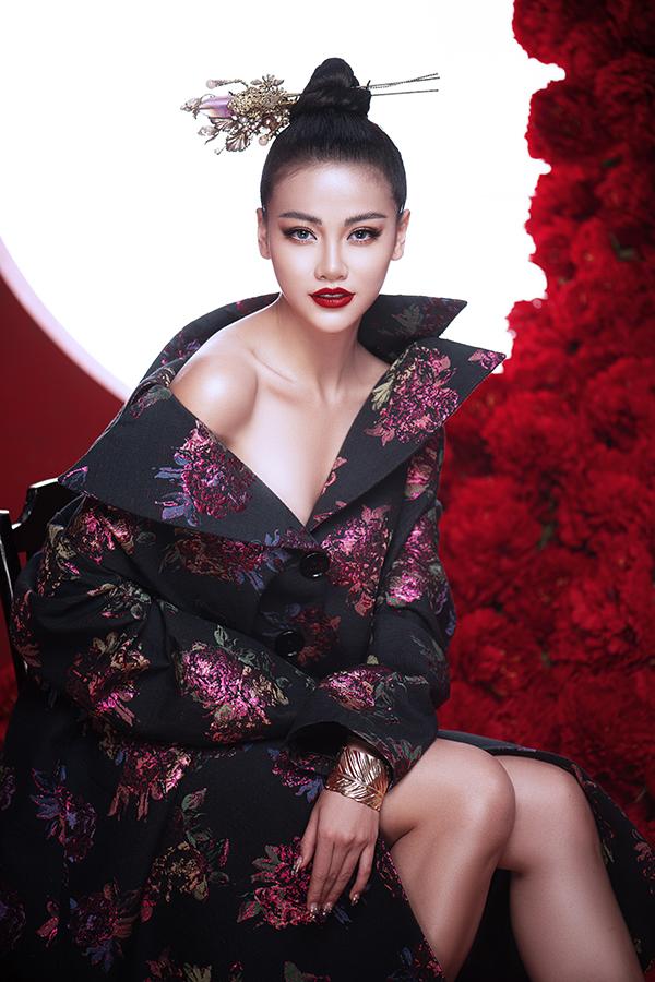 Hoa hậu Trái đất Phương Khánh tung bộ ảnh nữ hoàng quyền lực, đậm chất Á Đông-12