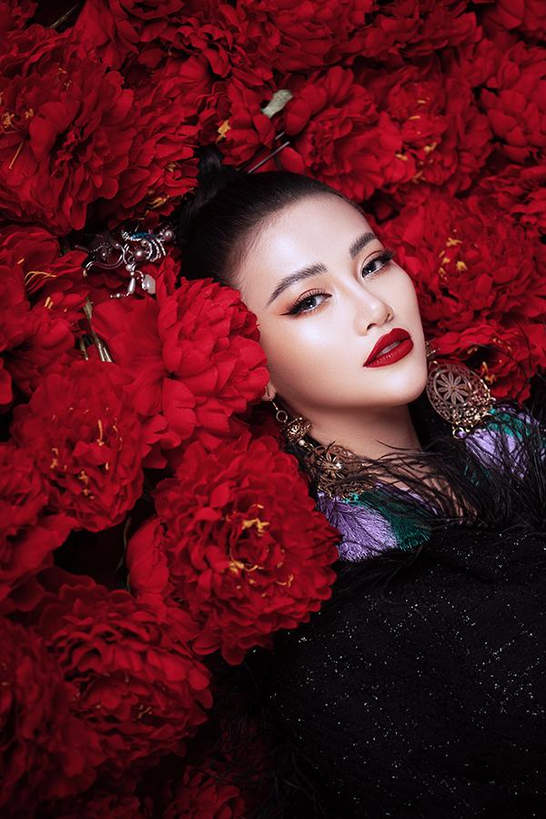 Hoa hậu Trái đất Phương Khánh tung bộ ảnh nữ hoàng quyền lực, đậm chất Á Đông-15