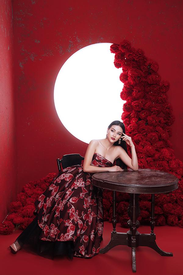 Hoa hậu Trái đất Phương Khánh tung bộ ảnh nữ hoàng quyền lực, đậm chất Á Đông-3