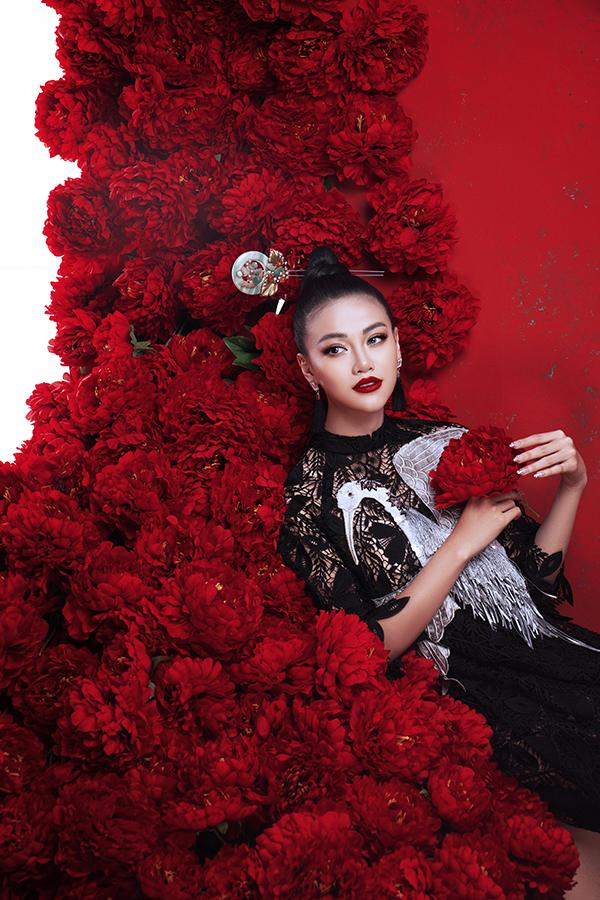 Hoa hậu Trái đất Phương Khánh tung bộ ảnh nữ hoàng quyền lực, đậm chất Á Đông-8