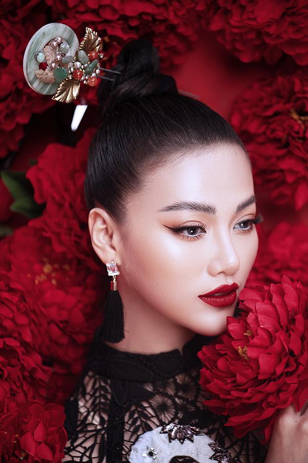 Hoa hậu Trái đất Phương Khánh tung bộ ảnh nữ hoàng quyền lực, đậm chất Á Đông-9