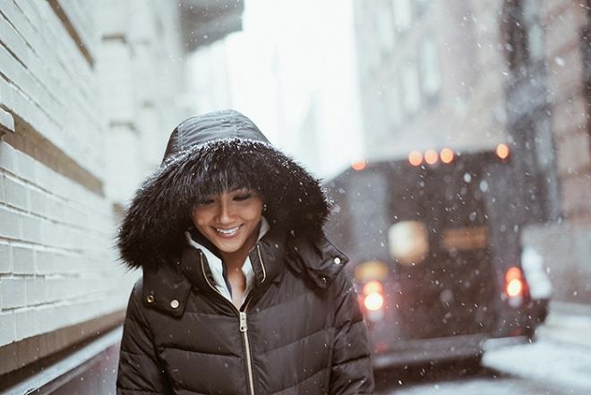 Hoa hậu HHen Niê đẹp như tranh với thần thái ngút ngàn dưới trời tuyết trắng xoá-5