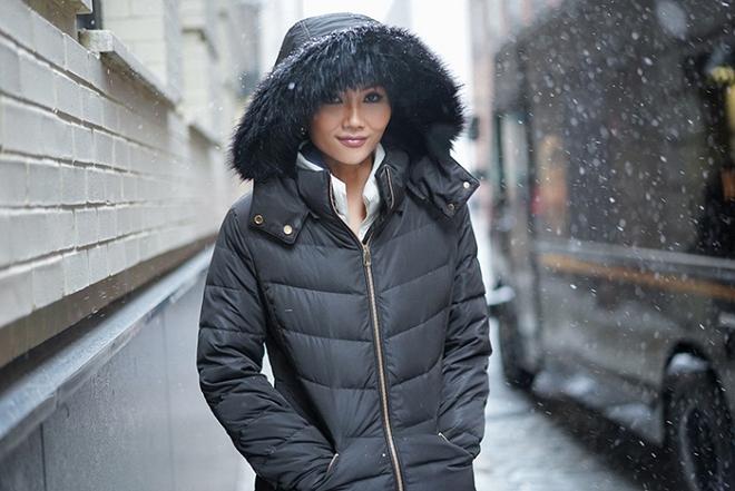Hoa hậu HHen Niê đẹp như tranh với thần thái ngút ngàn dưới trời tuyết trắng xoá-8