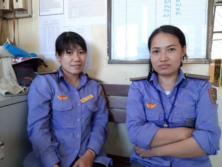 Cụ bà kể khoảnh khắc được 2 nữ nhân viên cứu trước đầu tàu hỏa-1