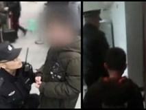 Cậu bé bị đuổi khỏi nhà vì chưa làm xong bài tập Tết, cảnh sát dẫn về tận nơi mẹ không chịu nhận con