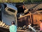Hiện trường vụ tai nạn khiến dân mạng đau đầu tìm lời giải: Sao chiếc xe lại lật được?-2