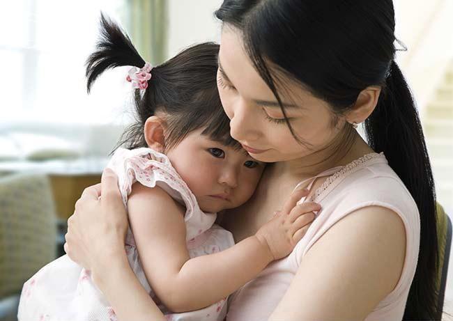 Gợi ý cho mẹ 4 tuyệt chiêu siêu hiệu quả giúp trị ngay thói hay ăn vạ, hờn dỗi của con ở nơi công cộng-4
