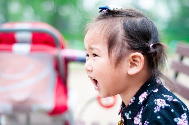 Gợi ý cho mẹ 4 tuyệt chiêu siêu hiệu quả giúp trị ngay thói hay ăn vạ, hờn dỗi của con ở nơi công cộng-5
