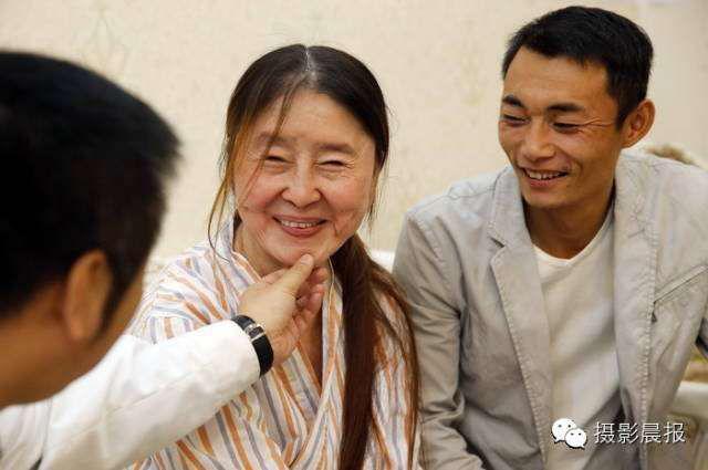 Sau khi sinh con, cô gái trẻ đẹp bỗng biến thành bà lão 60 tuổi chỉ qua một đêm-4