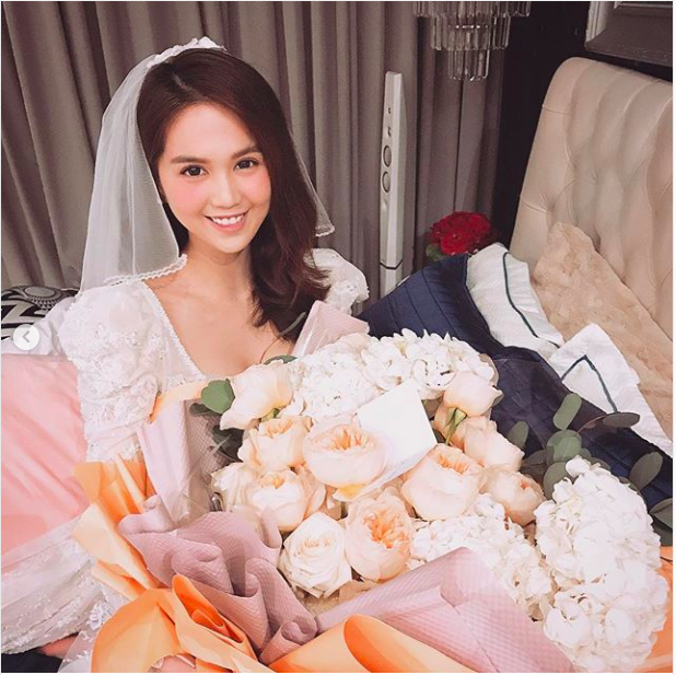 Ngọc Trinh khoe quà Valentine lãng mạn và cách gọi người yêu khiến fan hâm mộ không khỏi bất ngờ-3