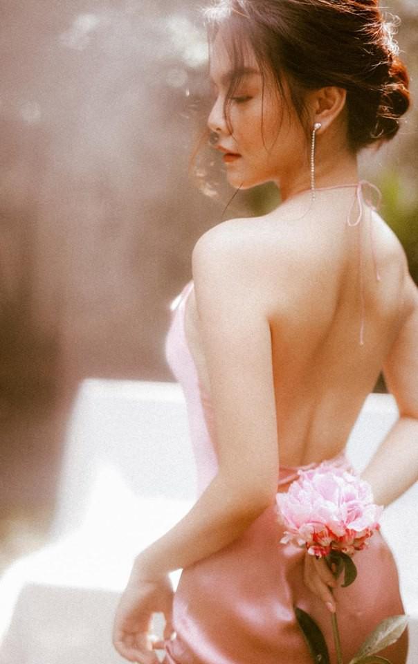 Sau ly hôn, Phạm Quỳnh Anh ngày càng đẹp và gợi cảm-1