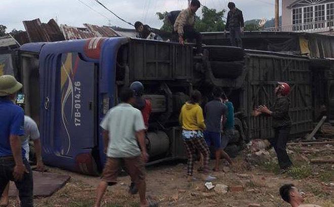 Xe khách Bắc Nam lao vào nhà dân, hàng chục người nhập viện-1