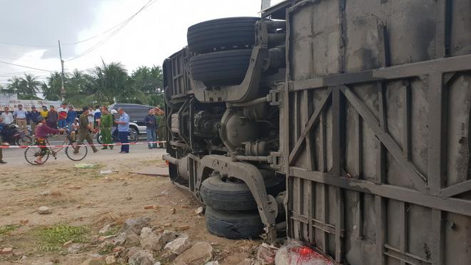 Xe khách Bắc Nam lao vào nhà dân, hàng chục người nhập viện-5