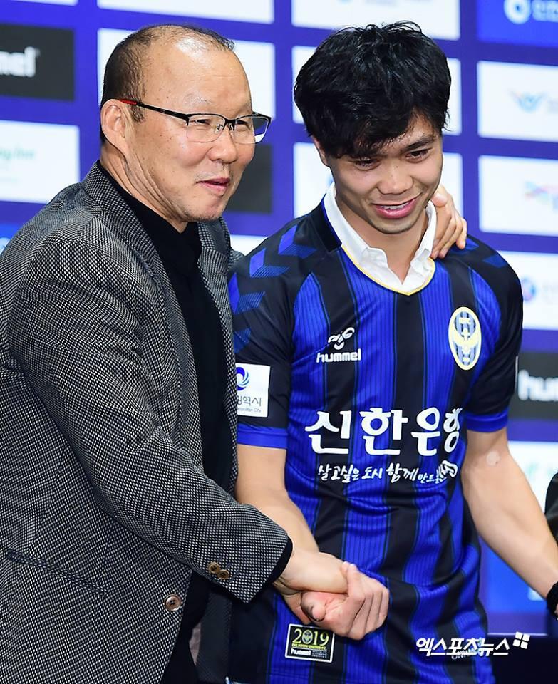 HLV Park Hang Seo nói với báo chí Hàn Quốc: Công Phượng là tiền đạo tốt nhất Việt Nam-1