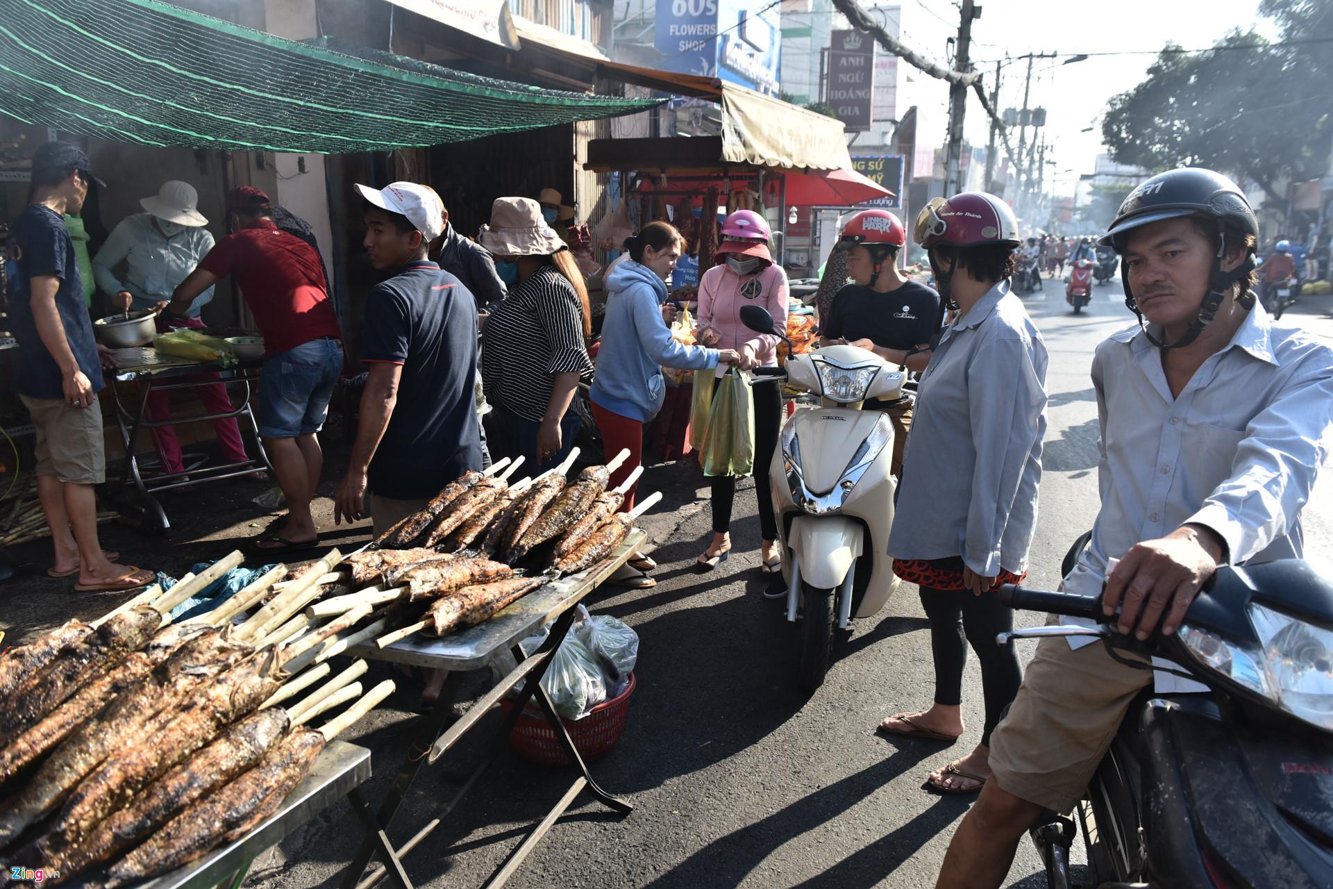 Nướng 3.000 cá lóc, chủ tiệm Sài Gòn vẫn không đủ bán ngày Thần Tài-6