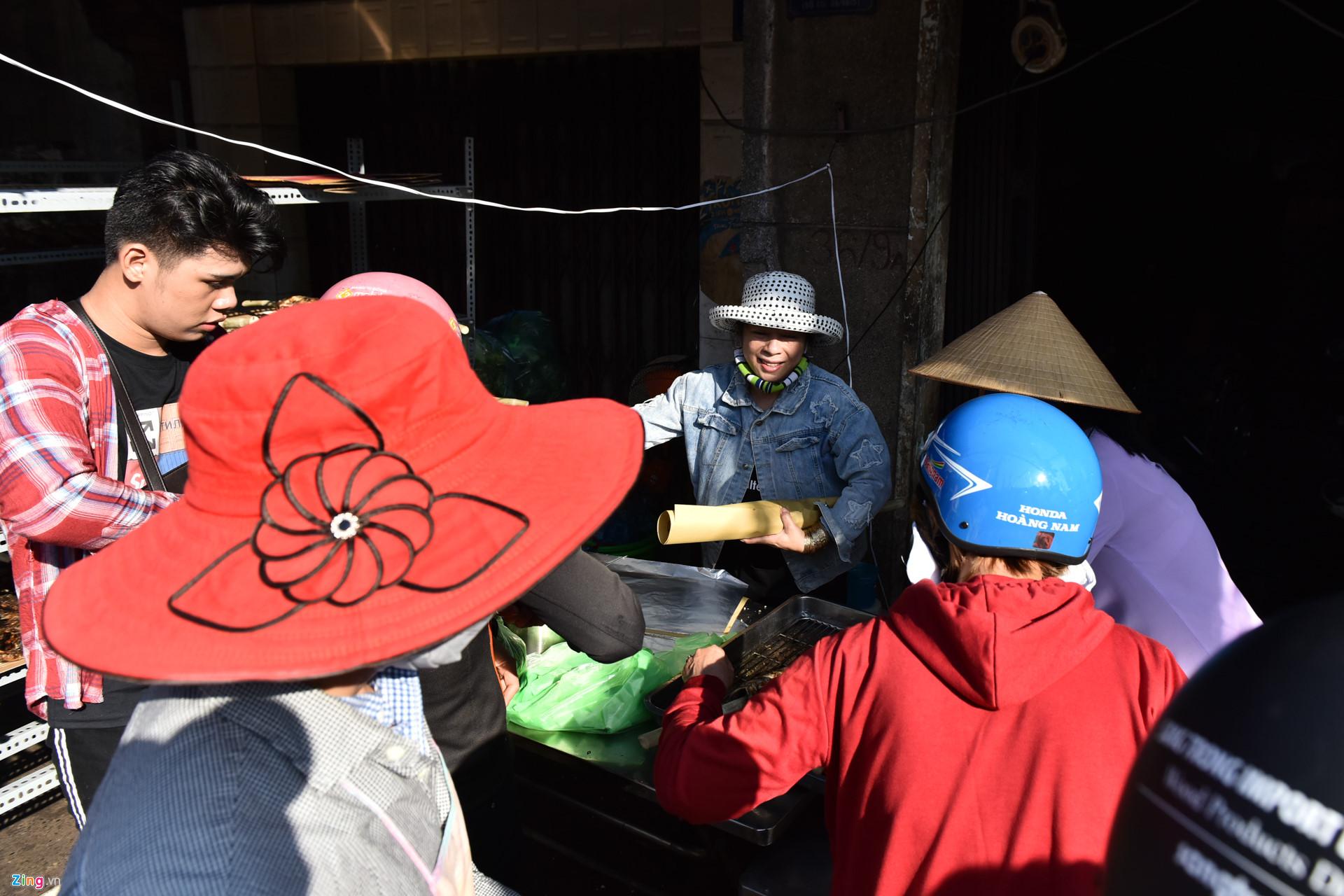 Nướng 3.000 cá lóc, chủ tiệm Sài Gòn vẫn không đủ bán ngày Thần Tài-8