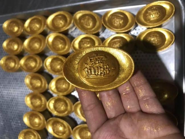 """Phát sốt với bánh vàng"""" ngày Thần Tài, 2 ngày bán hơn 6000 chiếc-15"""