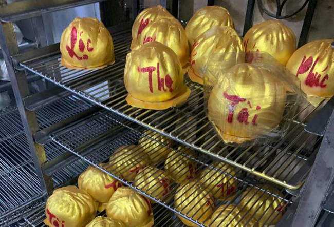 """Phát sốt với bánh vàng"""" ngày Thần Tài, 2 ngày bán hơn 6000 chiếc-6"""