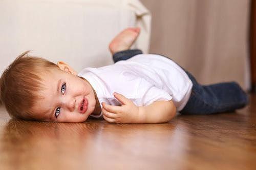 Bé 6 tháng thường cười khi ngủ, bà khen đáng yêu nhưng mẹ đưa đi khám thì hối hận-3