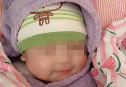 Bé 6 tháng thường cười khi ngủ, bà khen đáng yêu nhưng mẹ đưa đi khám thì hối hận-2