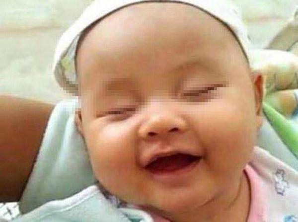 Bé 6 tháng thường cười khi ngủ, bà khen đáng yêu nhưng mẹ đưa đi khám thì hối hận-1