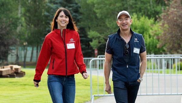 Tình yêu kiểu tỷ phú: Jeff Bezos yêu vợ bạn thân, Warren Buffett yêu bạn thân của vợ và 2 cái kết hoàn toàn đối lập-1