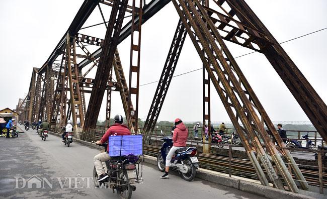 Ảnh: Những ổ khóa tình yêu trên cầu Long Biên-1