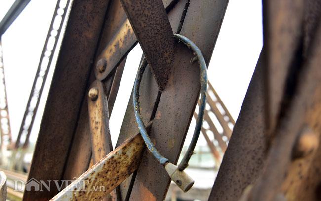 Ảnh: Những ổ khóa tình yêu trên cầu Long Biên-10