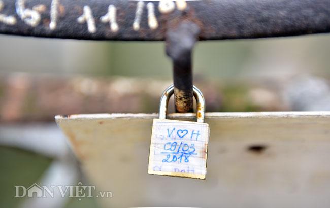 Ảnh: Những ổ khóa tình yêu trên cầu Long Biên-11