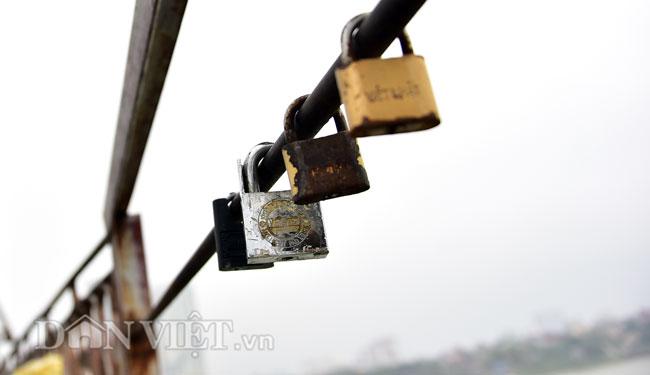 Ảnh: Những ổ khóa tình yêu trên cầu Long Biên-5