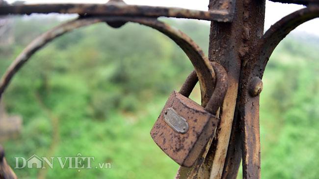 Ảnh: Những ổ khóa tình yêu trên cầu Long Biên-9