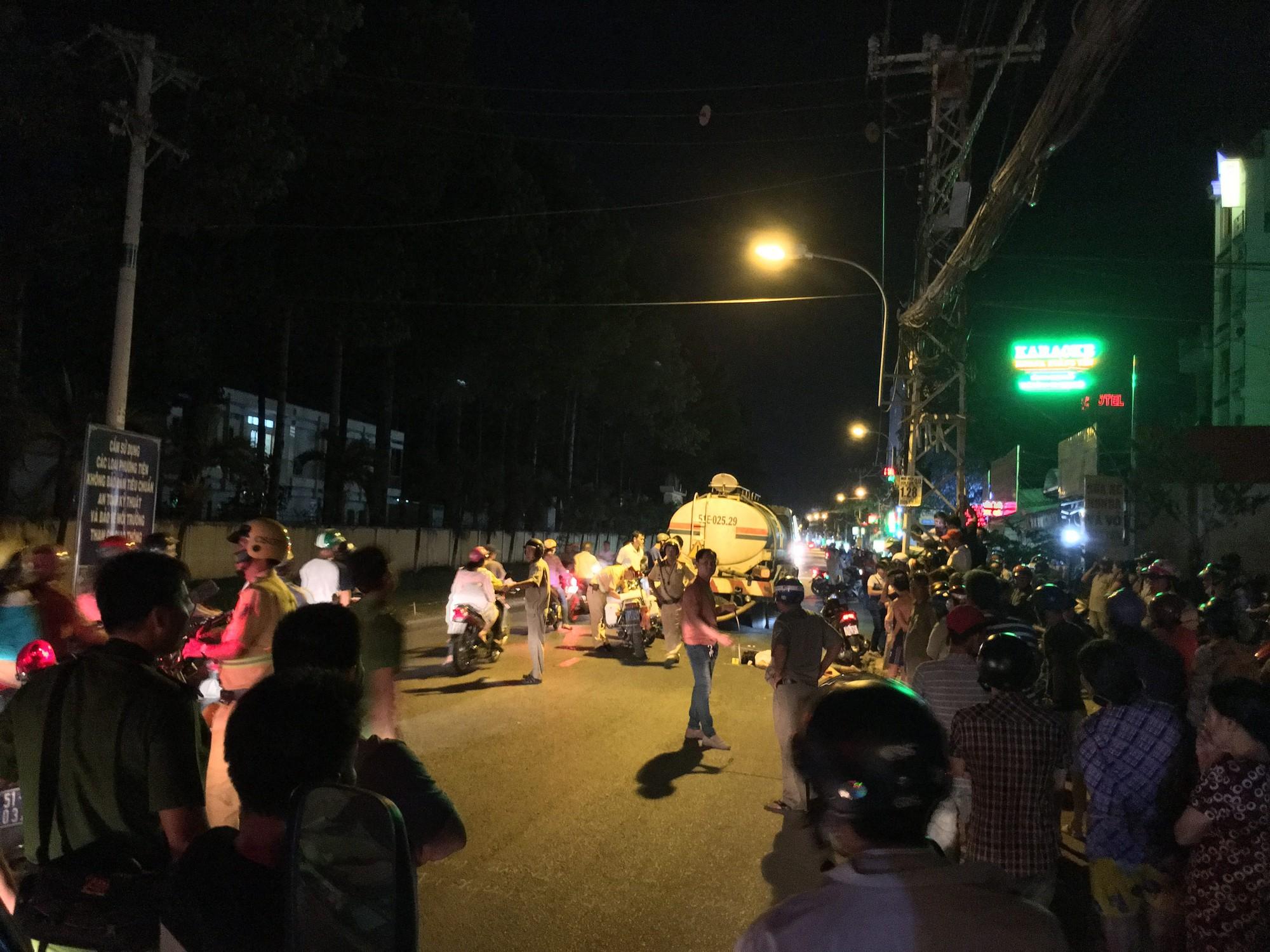 Người phụ nữ bị xe bồn chở nước tưới công viên cán tử vong trong đêm ở Sài Gòn-2