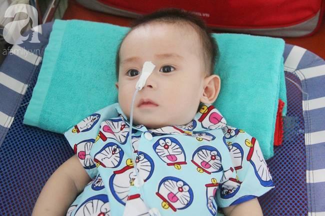Ánh mắt cầu cứu của bé trai 7 tháng tuổi bị mẹ bỏ rơi trước cổng chùa vì mắc bệnh bại não-11