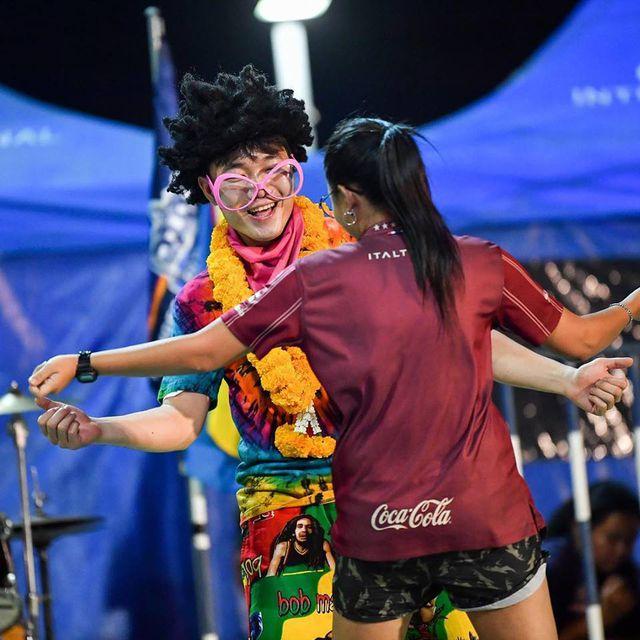 Xuân Trường ăn diện sặc sỡ trong đêm tiệc của Buriram United-3