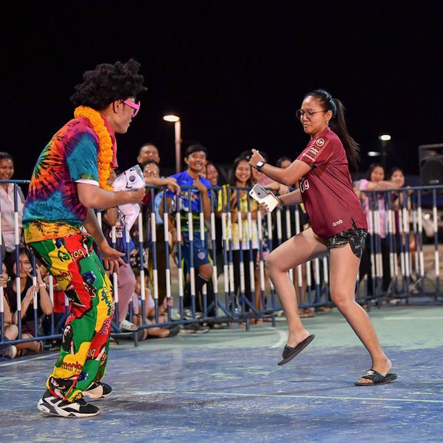 Xuân Trường ăn diện sặc sỡ trong đêm tiệc của Buriram United-6