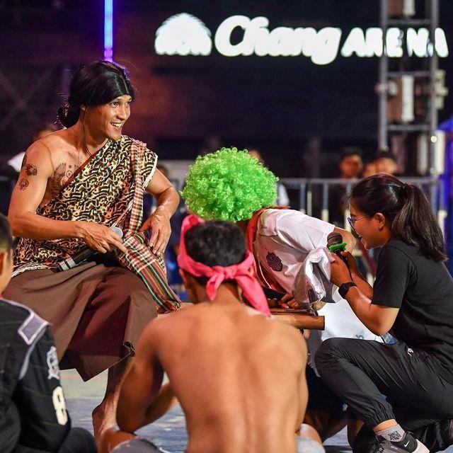 Xuân Trường ăn diện sặc sỡ trong đêm tiệc của Buriram United-9