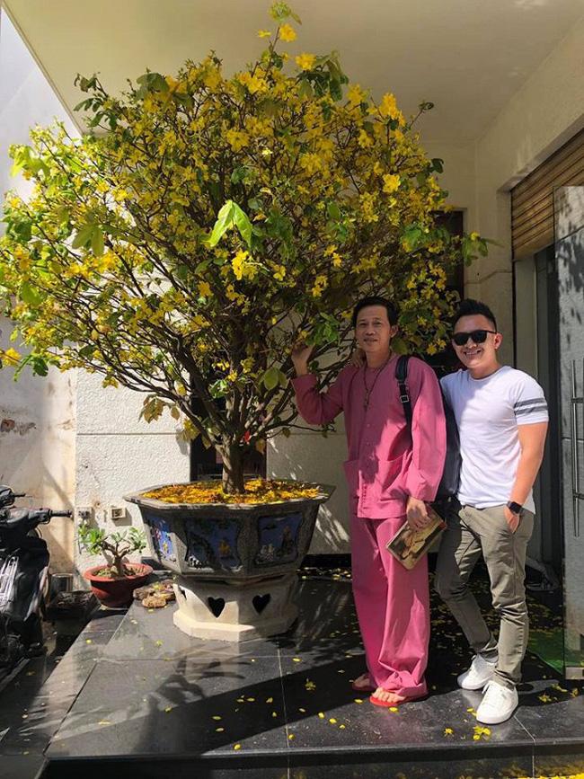 Con trai ruột Hoài Linh trở về Việt Nam thăm quê sau 9 năm sinh sống, học tập tại Mỹ-1