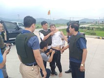 Toàn cảnh công an Hà Tĩnh vây bắt các đối tượng mang