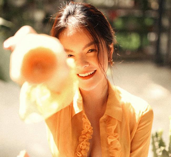 Cô gái 17 tuổi của Ưng Hoàng Phúc ngày càng đẹp, gợi cảm-10
