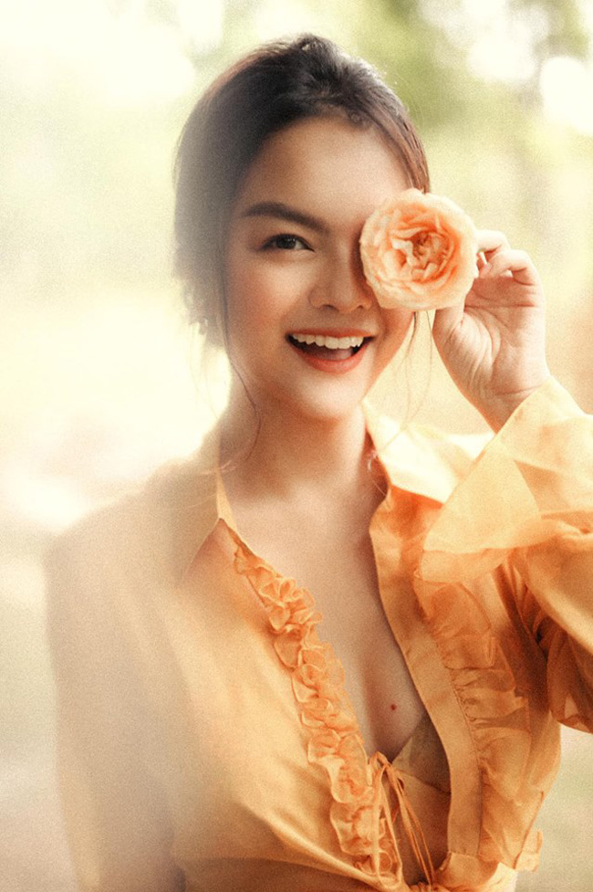 Cô gái 17 tuổi của Ưng Hoàng Phúc ngày càng đẹp, gợi cảm-9