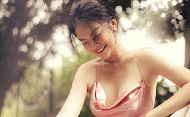 Cô gái 17 tuổi của Ưng Hoàng Phúc ngày càng đẹp, gợi cảm-20