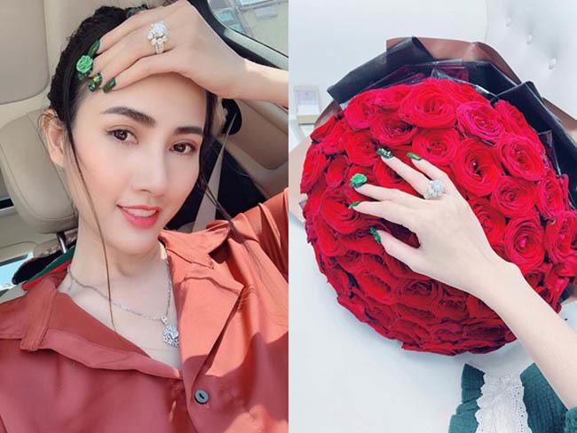 Hoa hậu vừa được bạn trai về tận quê Tiền Giang tặng nhẫn 5,5 tỷ giàu cỡ nào?-2
