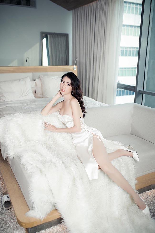 Hoa hậu vừa được bạn trai về tận quê Tiền Giang tặng nhẫn 5,5 tỷ giàu cỡ nào?-3