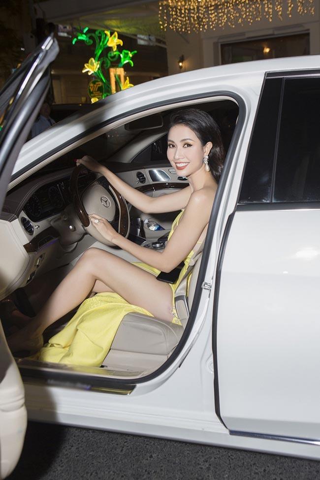 Hoa hậu vừa được bạn trai về tận quê Tiền Giang tặng nhẫn 5,5 tỷ giàu cỡ nào?-15