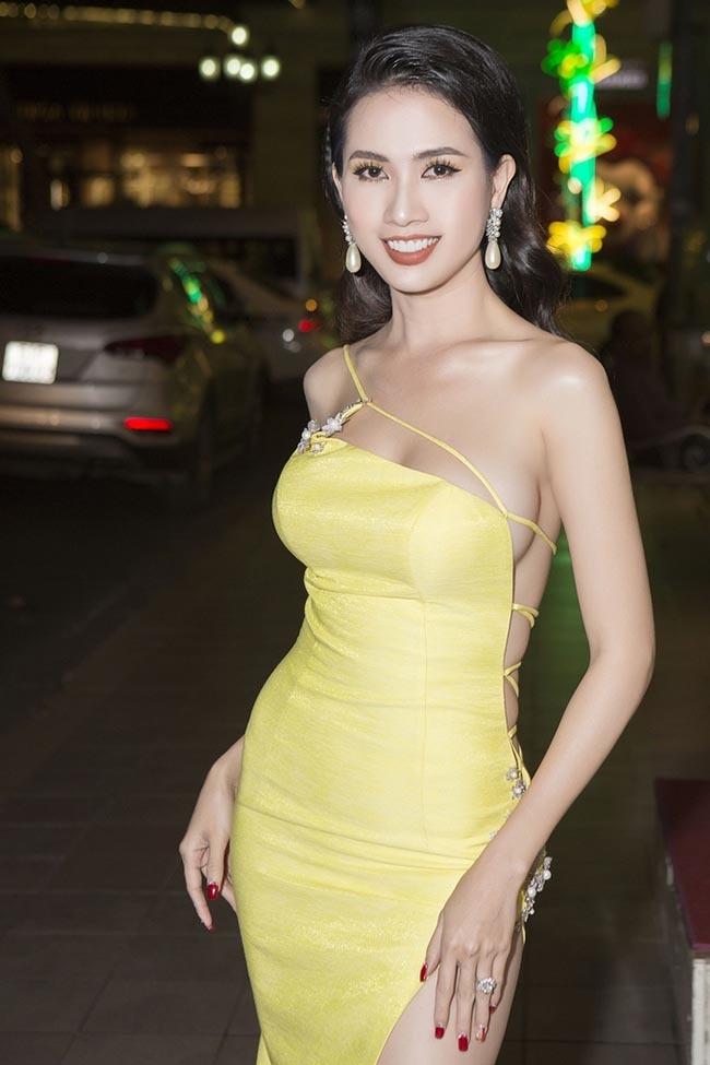 Hoa hậu vừa được bạn trai về tận quê Tiền Giang tặng nhẫn 5,5 tỷ giàu cỡ nào?-16