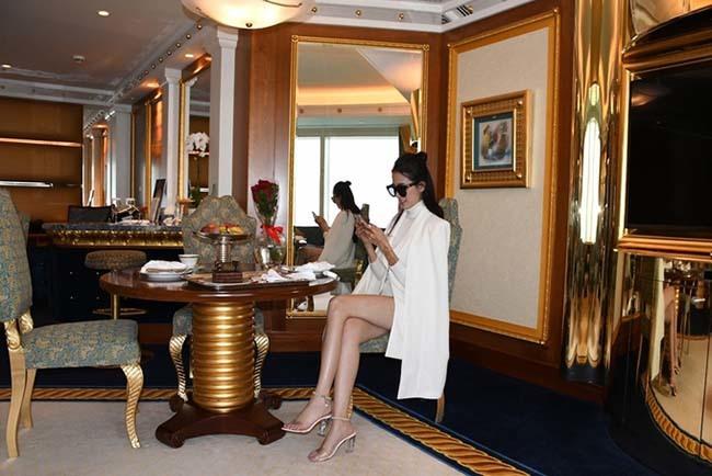 Hoa hậu vừa được bạn trai về tận quê Tiền Giang tặng nhẫn 5,5 tỷ giàu cỡ nào?-9