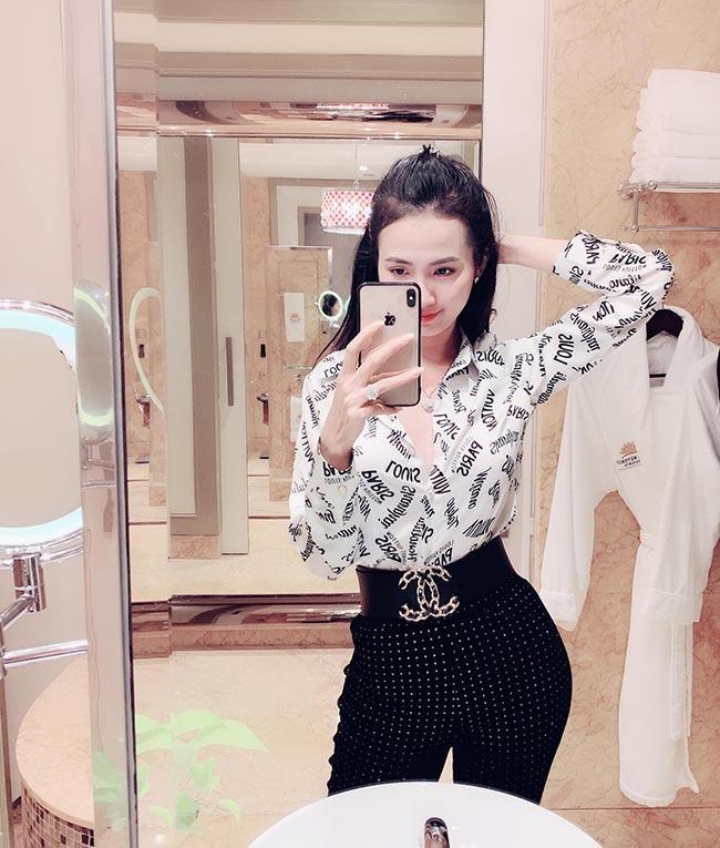 Hoa hậu vừa được bạn trai về tận quê Tiền Giang tặng nhẫn 5,5 tỷ giàu cỡ nào?-19