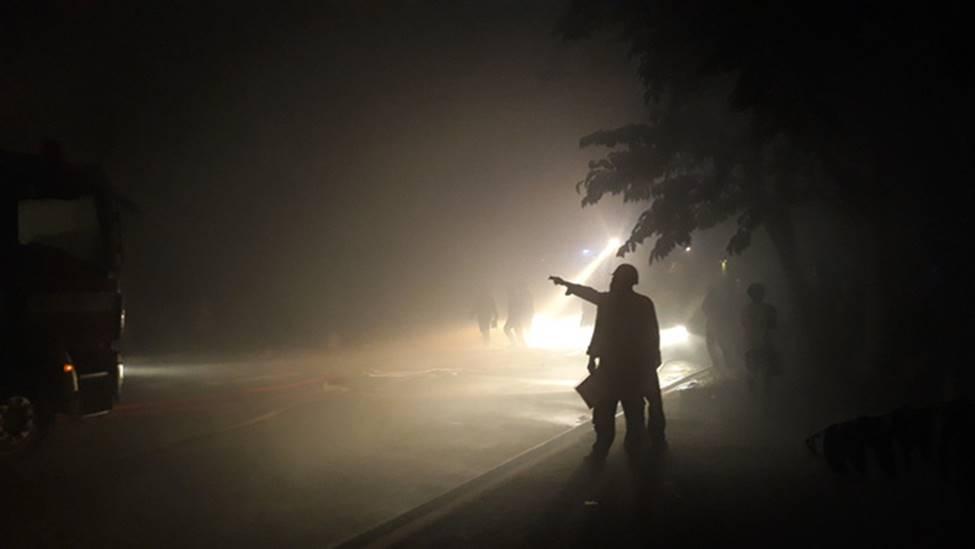 Cháy lớn xuyên đêm tại khu xưởng ở TP.HCM, hàng chục cảnh sát thức trắng đêm dập lửa-1