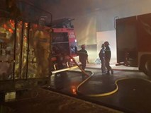 Cháy lớn xuyên đêm tại khu xưởng ở TP.HCM, hàng chục cảnh sát thức trắng đêm dập lửa